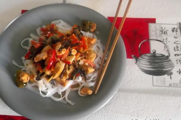 Kurczak Po Chinsku Z Makaronem Ryzowym A Dupa Rosnie