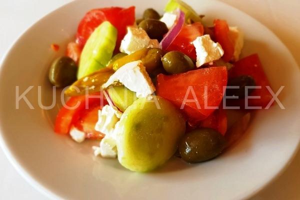 Grecka Wiejska Sałatka Z Serem Feta I Oliwą Z Oliwek Wg