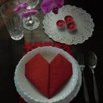 Walentynkowe nakrycie sto...