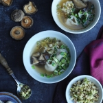 Orientalna zupa won ton,...