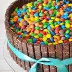 Tort z cukierkami i...