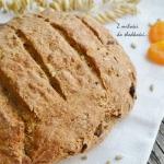Chleb z ziarnami i suszon...