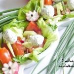 Serowe kulki na salacie