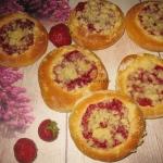 Drozdzowki z truskawkami