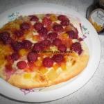 Słodka pizza z owocami