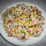 Kolorowa salatka z ryzem
