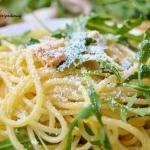 Spaghetti z rukola, orzec...