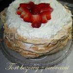 Tort bezowy z owocami wg...