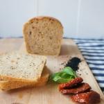 Chleb pszenny z suszonymi...