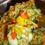 Salatka z ogorkow i papry...