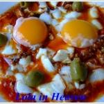 Jajka (u)sadzone w sosie...