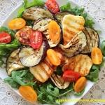 Salatka z grillowanym bak...