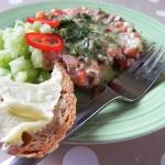 Tatar z łososia z sosem...