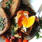 Jajka sadzone, w sosie...