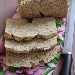 Chleb z maszyny z maką...