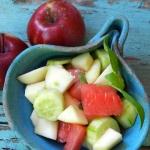 Letnia salatka z jablek o...