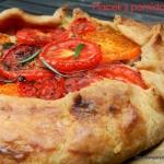 Placek z pomidorami
