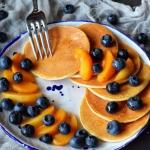 Placki omletowe z owocami