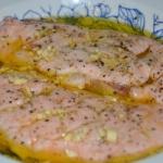 Salatka z kaczka i sosem ...