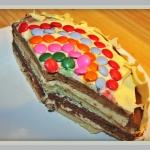 Kolorowy tort czekoladowy