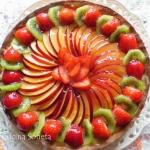 Tarta z owocami i kremem ...