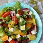 Salatka z pomidorkami i a...
