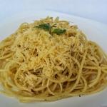 Spaghetti aglio olio e pe...