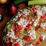 Salatka z lososiem i serk...