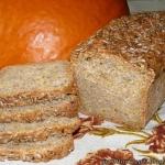 Chleb dyniowy z ziarnami...