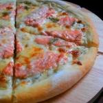 Domowa Pizza z Łososiem...
