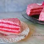 Różowy Tort Malinowy