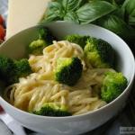 Spaghetti z brokułami w...