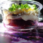Kolorowa salatka sledziow...