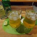 Gin z tonikiem, limonką...