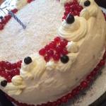 Tort z czerwona porzeczka...