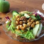 Zdrowa salatka z jablkiem...