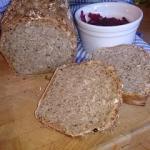 wieloziarnisty chleb na z...