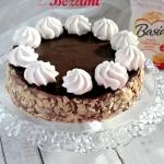 Tort czekoladowy z bezami