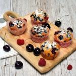 Orkiszowe muffinki z owoc...