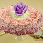 Tort z kremem różanym