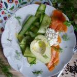 Salatka z wedzonym lososi...