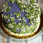 Tort obsypany kwiatami 2 ...