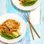 Wegański pad thai z tofu