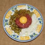 Tatar wołowy z cebulką...