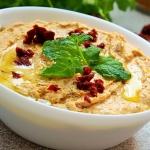 Hummus paprykowy z suszon...