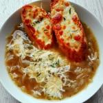 Zupa cebulowa z grzankami...