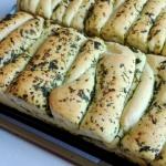 Chlebek odrywany ziolowy