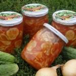 Ogorki w pomidorach