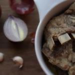 Żeberka duszone w cebuli