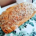 Razowy chleb ze sloneczni...